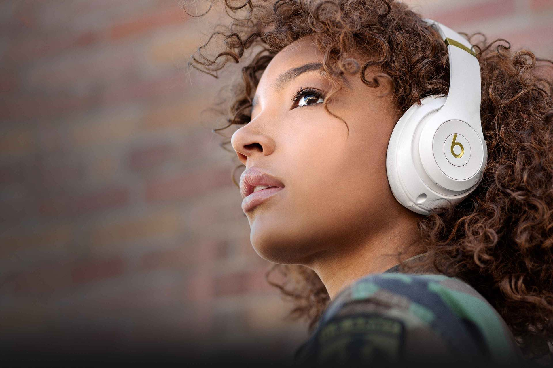 Beats Studio3 Wireless By Dre Home Stereo Speaker Wiring Diagrams On Whole House Audio Girl Wearing Headphone
